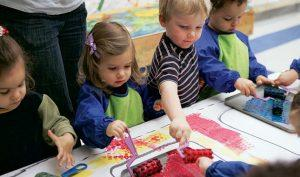 art-for-tots-Discovery-class-NYC-for-child-to-explore-shape-color-texture-paint.jpg